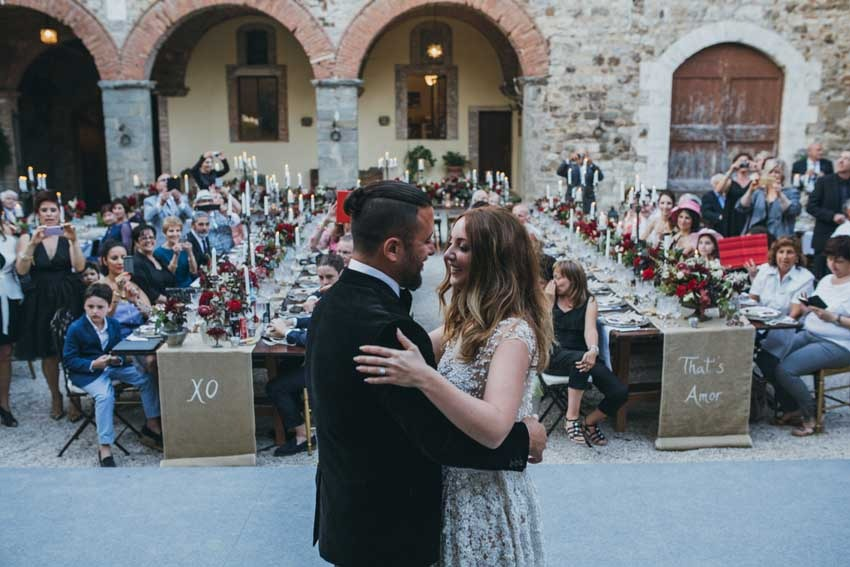 Outdoor wedding reception in the courtyard of Castello di Modanella in Tuscany