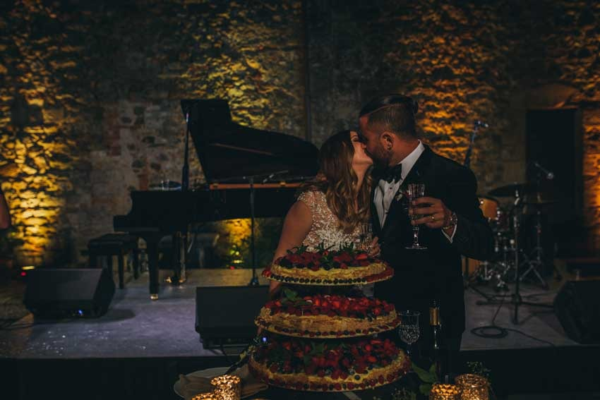 Cutting of the cake at Castello di Modanella in Siena Tuscany