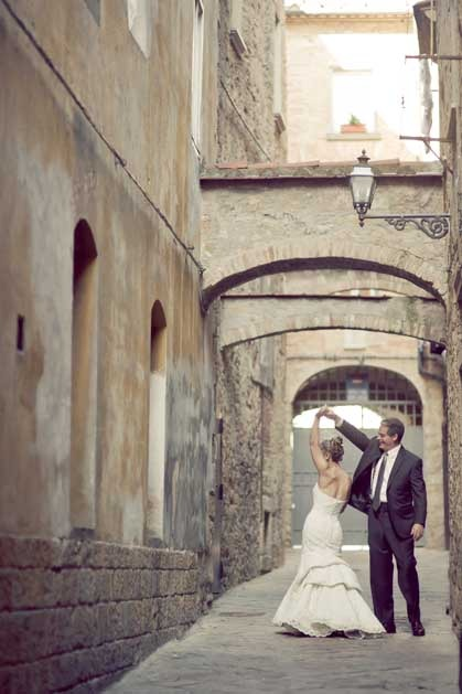 Civil wedding in Tuscany Volterra