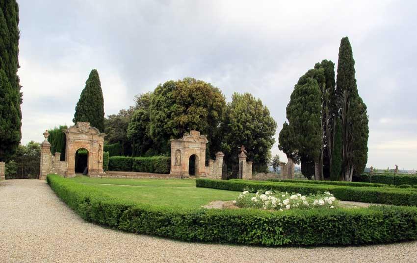 Gardens of Villa di Geggiano wedding venue in Tuscany