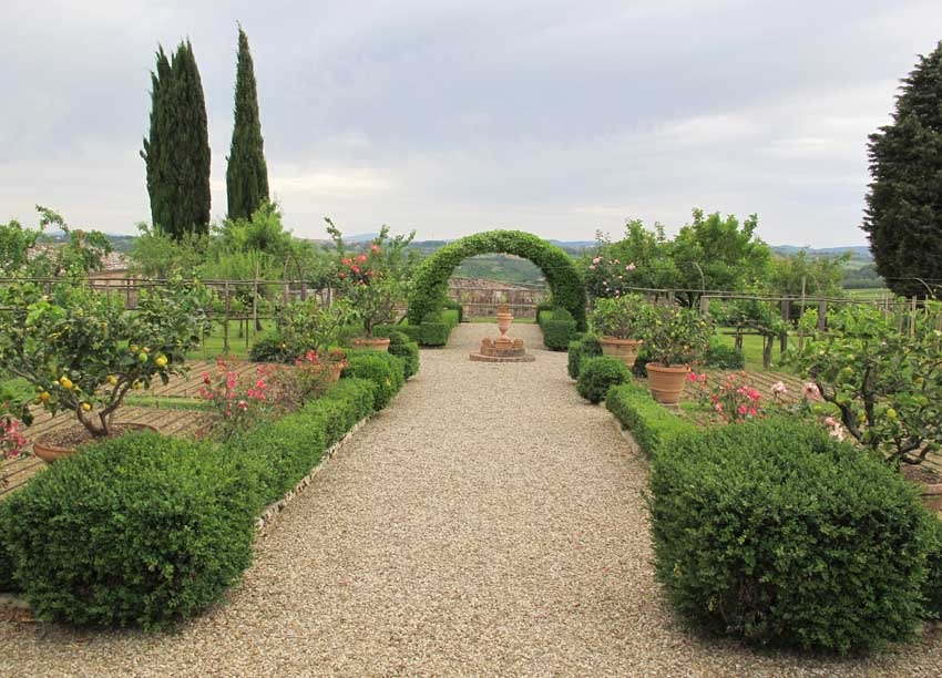 Gardens of Villa di Geggiano for wedding receptions in Tuscany