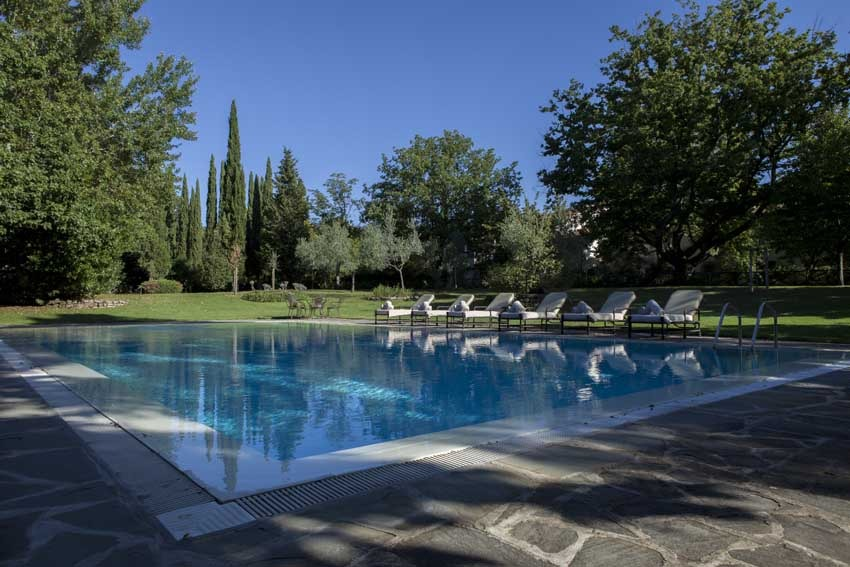 Pool of Restaurant of Il Borro Relais for weddings in Tuscany