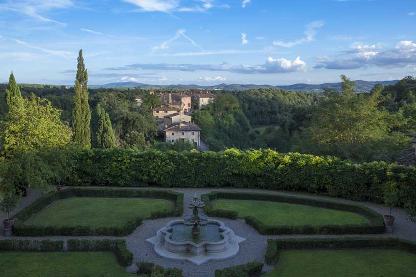 Gardens of Restaurant of Il Borro Relais for weddings in Tuscany