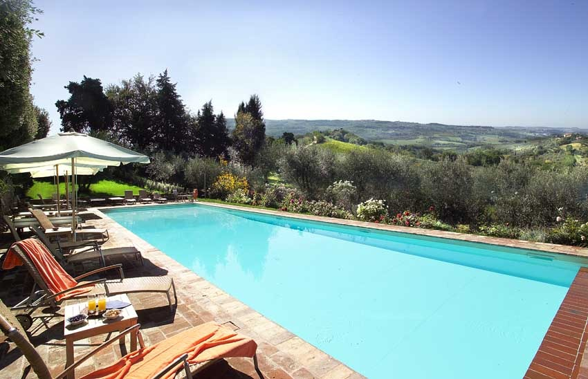 Pool of Villa Il Poggiale for weddings in Tuscany