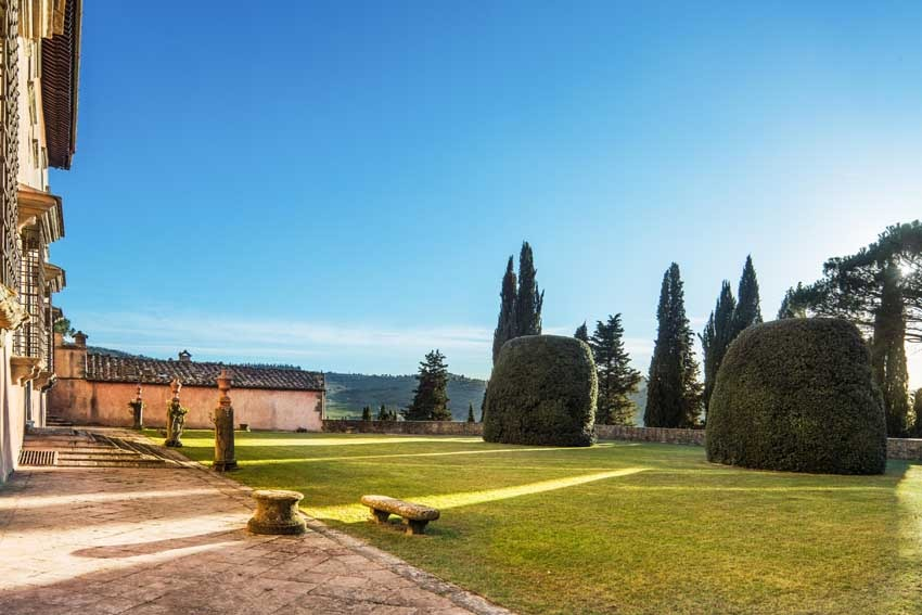 Park of Villa Vignamaggio for weddings in Chianti Tuscany