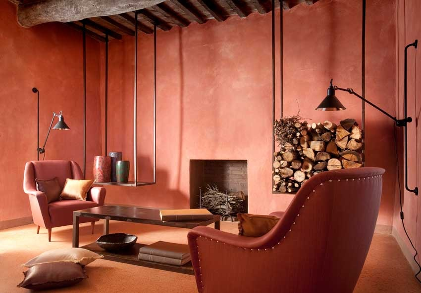 Rustic chic interior of Val d'Orcia villa for Tuscany weddings