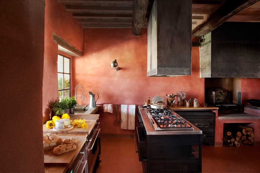 Kitchen of Val d'Orcia villa for Tuscany weddings
