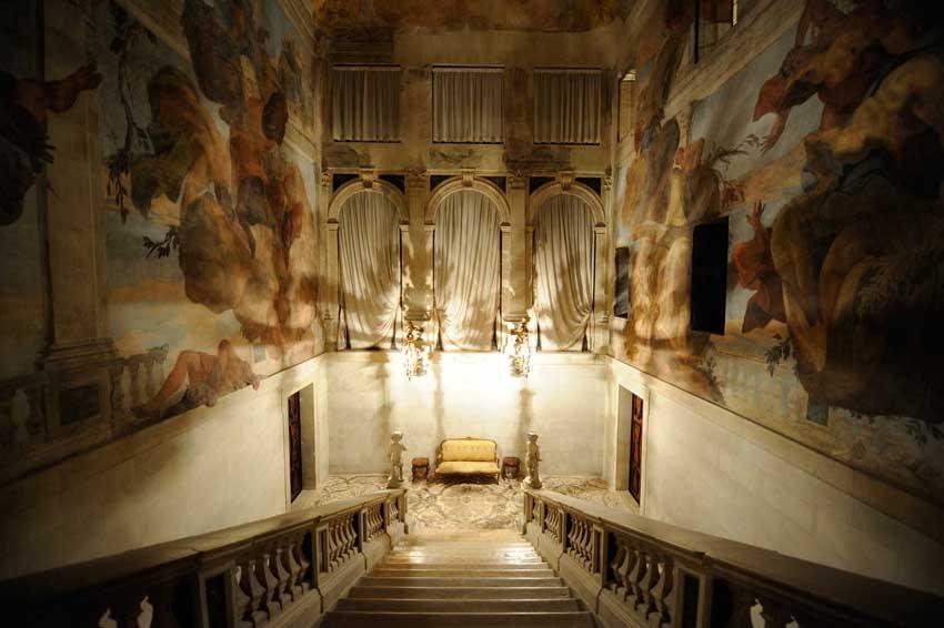 Stairway of Cà Sagredo for luxury weddings in Venice