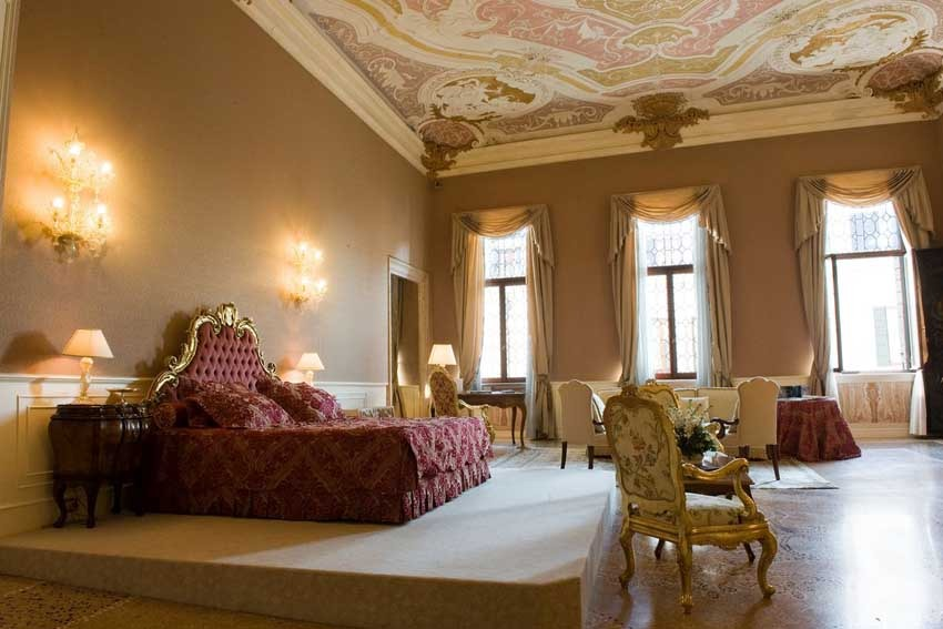 Suite of Cà Sagredo for luxury weddings in Venice