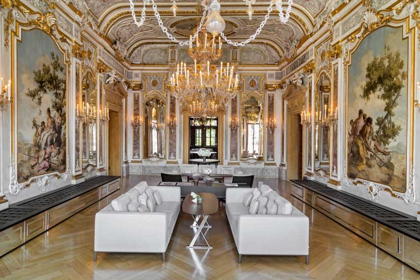 Elegant hall of Aman Hotel for exclusive weddings in Venice