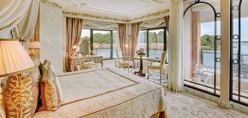 Suite of Hotel Cipriani for destination weddings in Venice