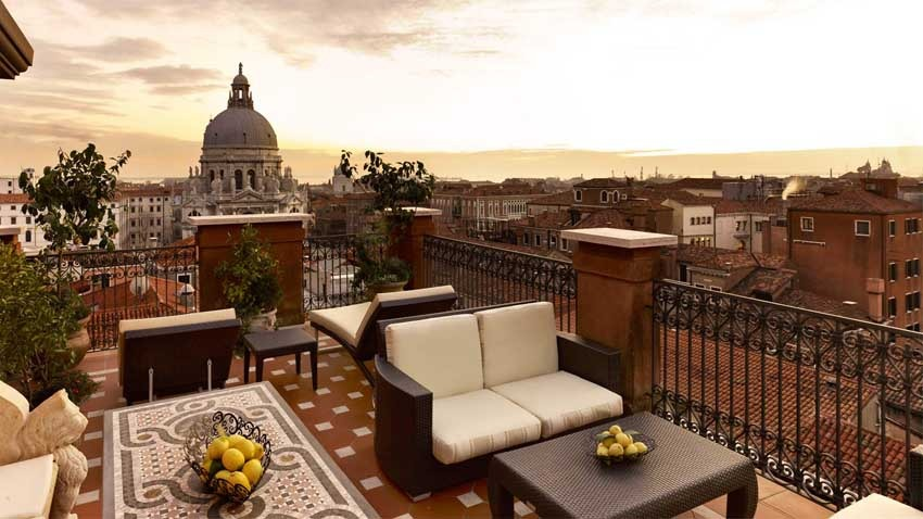 Terrace with view of Venice at Europa & Regina Hotel