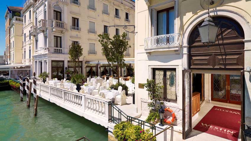 Entrance of Europa & Regina Hotel for weddings in Venice
