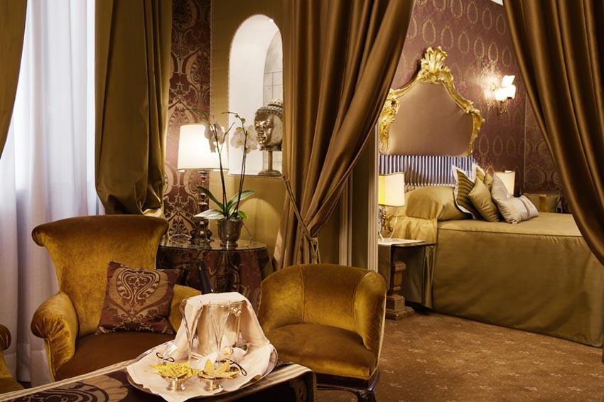 Room of Hotel Metropole for weddings in Venice