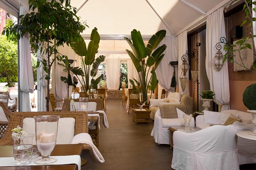 Hall of Hotel Metropole for weddings in Venice