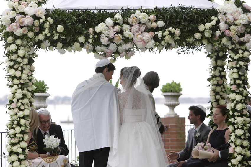 Outdoor jewish wedding in Venice