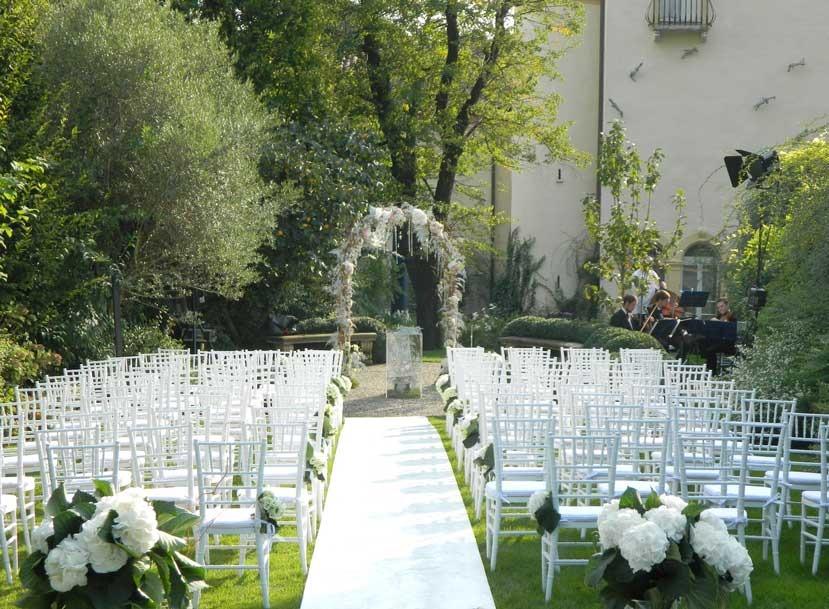 Outdoor ceremony at Byblos Art Hotel in Verona