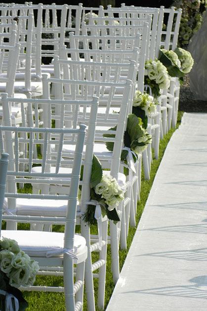 Outdoor wedding ceremony at Byblos Art Hotel in Verona