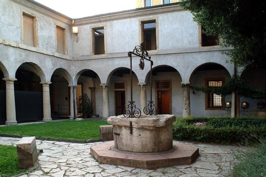 Courtyard of the Museum of Frescoes for civil weddings in Verona