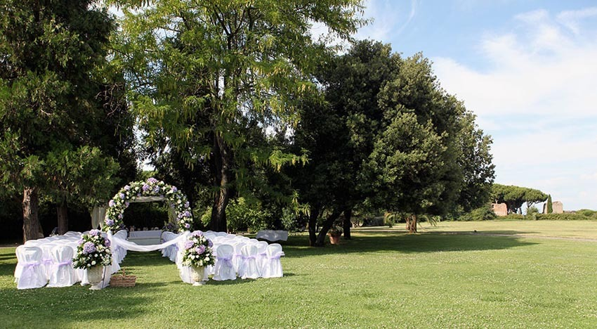 Outdoor wedding ceremony in Rome Villa