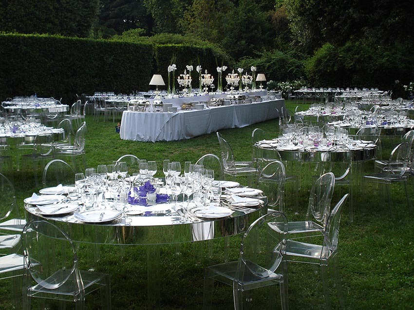 Outdoor wedding reception at Villa Aurelia in Rome