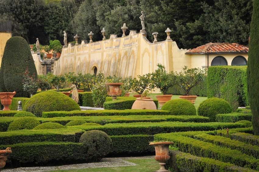 Gardens of Villa Gamberaia for weddings in Florence