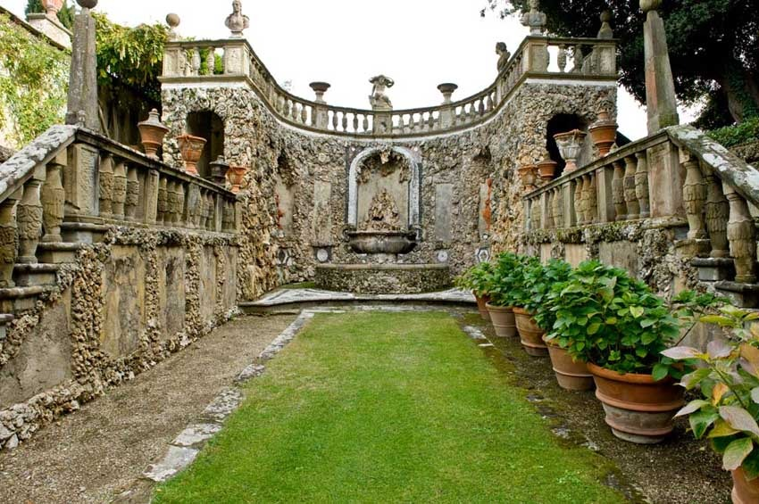 Park of Villa Gamberaia for weddings in Florence