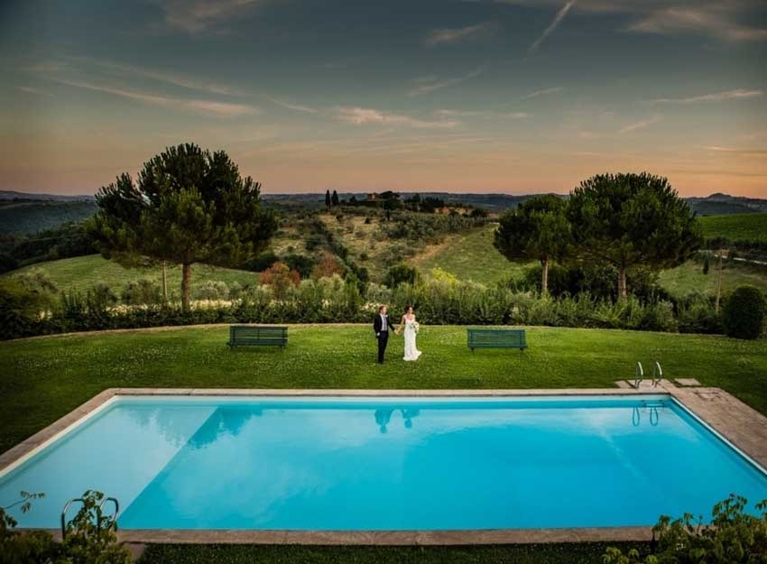 Gardens with pool of Villa Le Corti for weddings in Florence