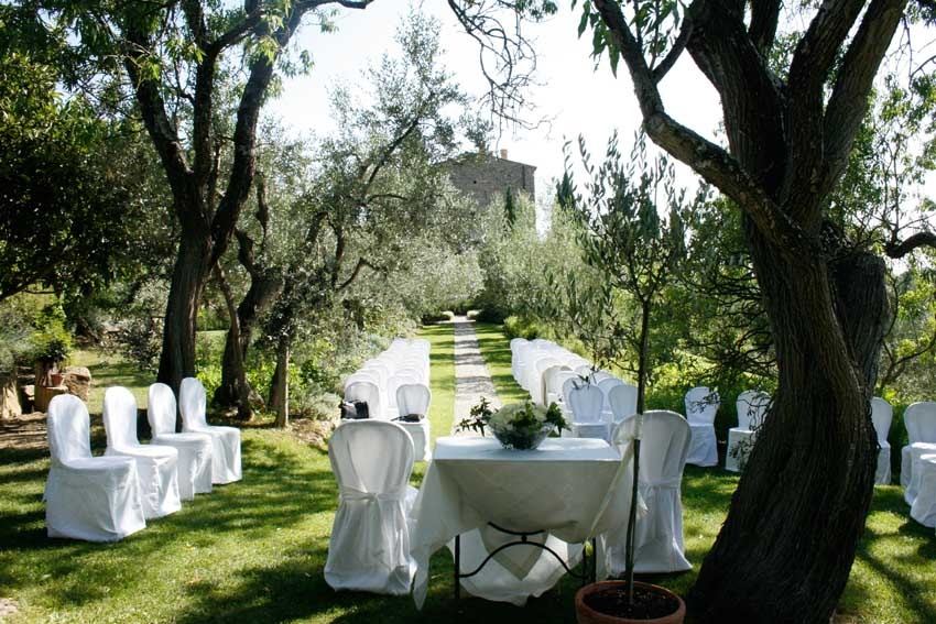 Outdoor wedding ceremony at Castello di Vicarello in Tuscany