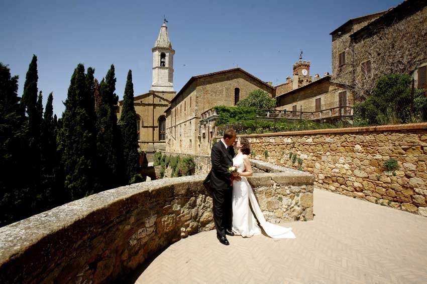 Destination wedding in the town of Pienza, Tuscany