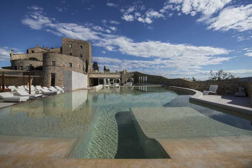 Castello di Velona, venue with pool for Tuscany weddings