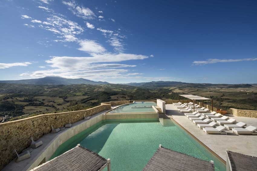 Pool of Castello di Velona, venue for destination weddings in Tuscany