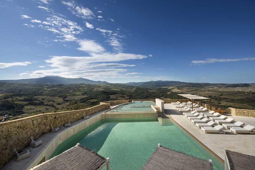 Pool of Castello di Velona, venue for destination weddings in Tuscany