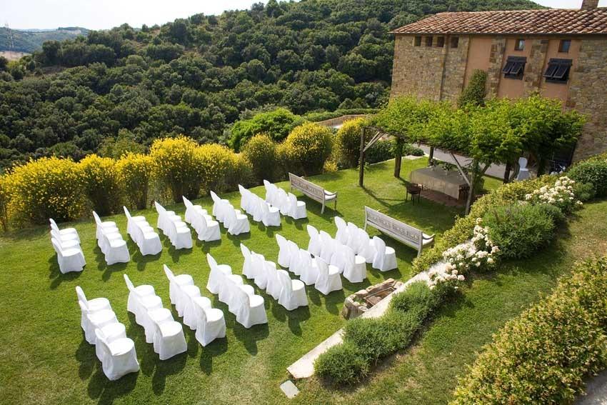 Outdoor wedding ceremony at Castello di Vicarello in Tuscany