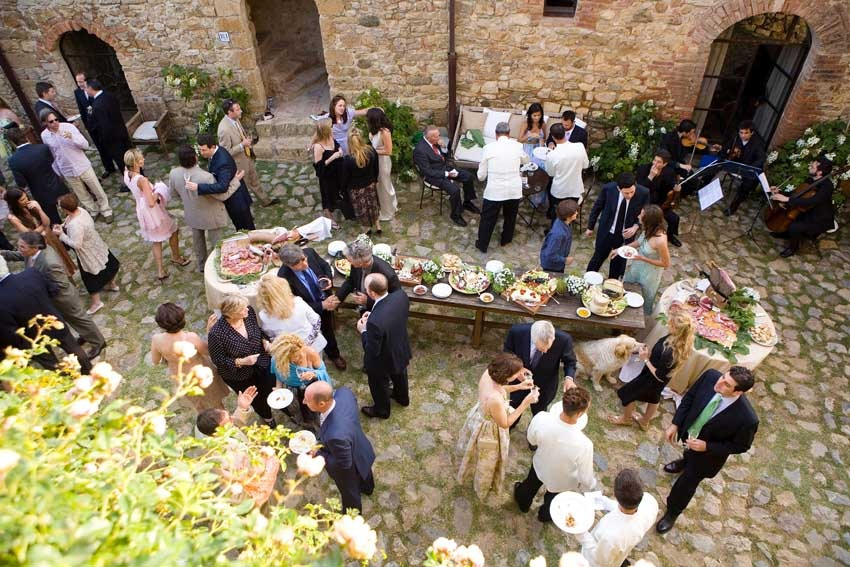 Wedding cocktail at Castello di Vicarello in Tuscany