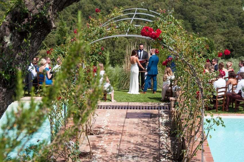Outdoor wedding ceremony at Casa Cornacchi in Tuscany