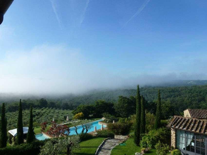 Gardens and pool of Casa Cornacchi for Tuscany weddings