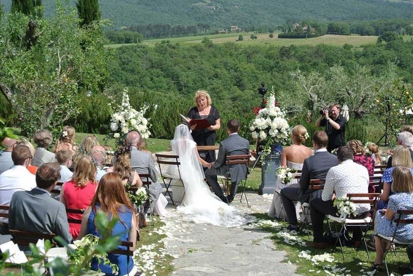 Casa Cornacchi for destination weddings in Tuscany