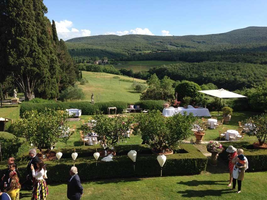 Outdoor wedding in Tuscany at Borgo Stomennano