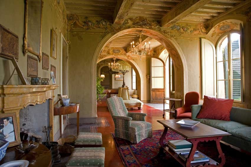 Interiors of Borgo Stomennano for destination weddings in Tuscany
