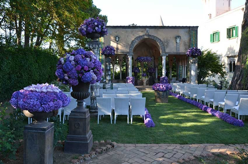 Outdoor wedding in Ravello Villa