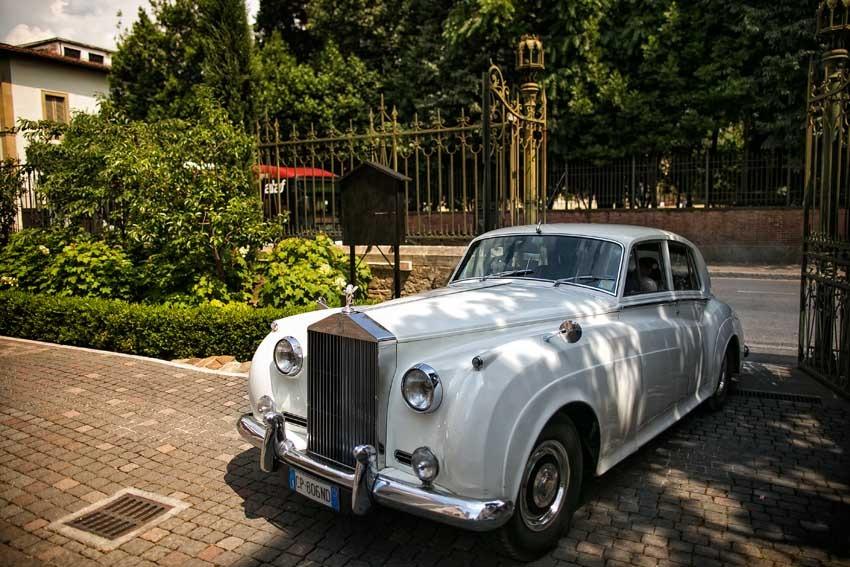 Stylish vintage car for Gatsby themed wedding