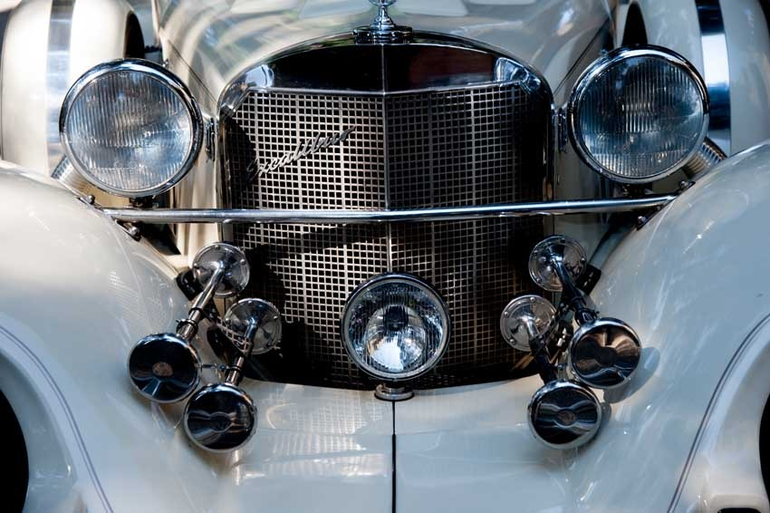 Vintage car from the twenties for Gatsby themed wedding