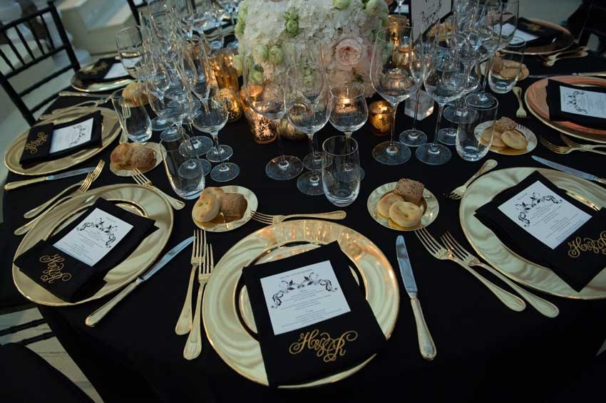 Gatsby themed wedding in black and gold