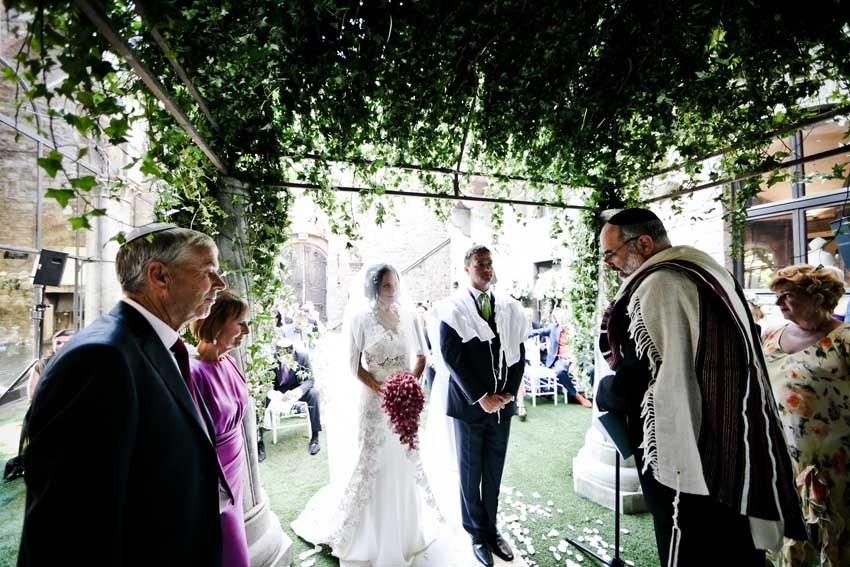 Jewish wedding ceremony in a castle in Tuscany