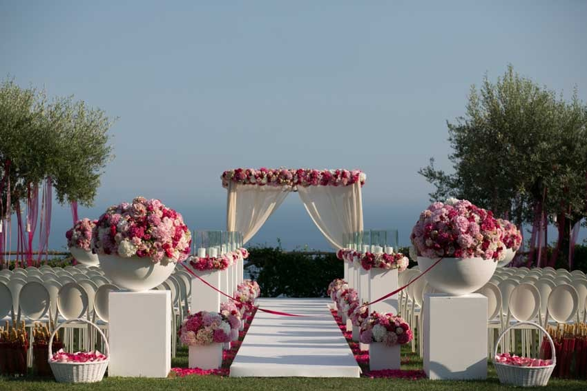 Outdoor wedding ceremony on the Amalfi Coast