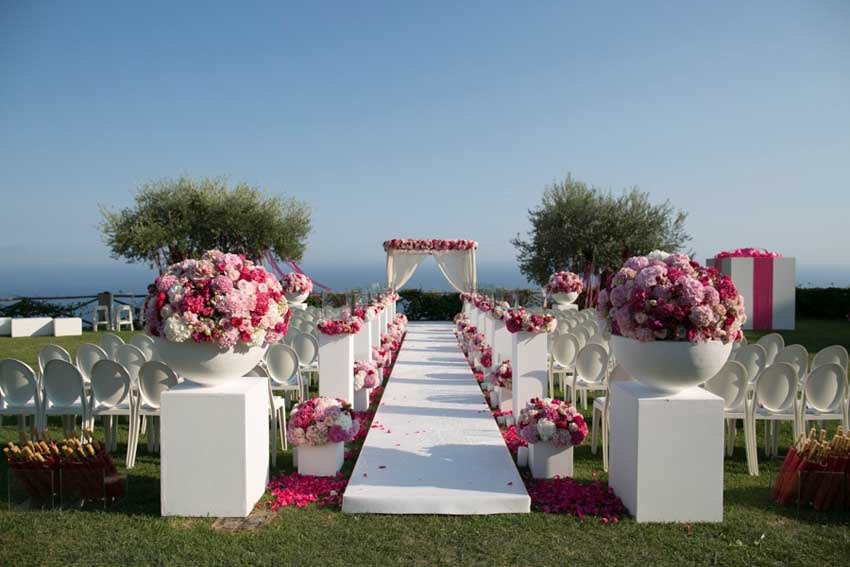 Decor fo outdoor wedding ceremony