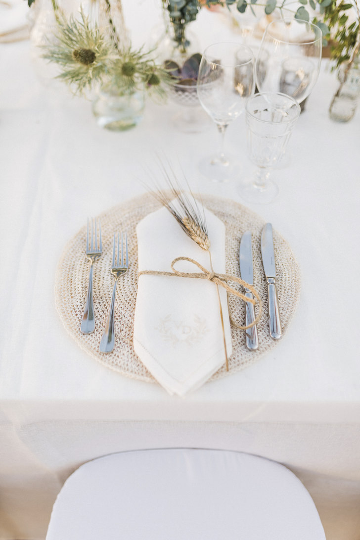 Table setting for wedding in Puglia