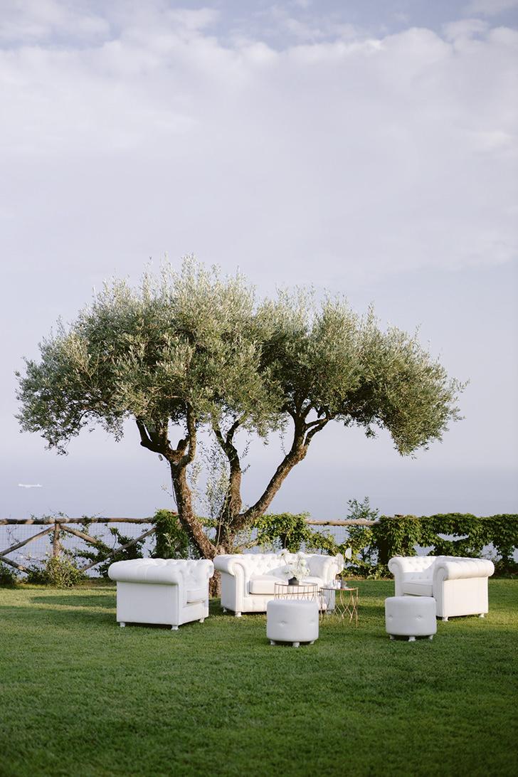 White sofas for wedding cocktail in Ravello