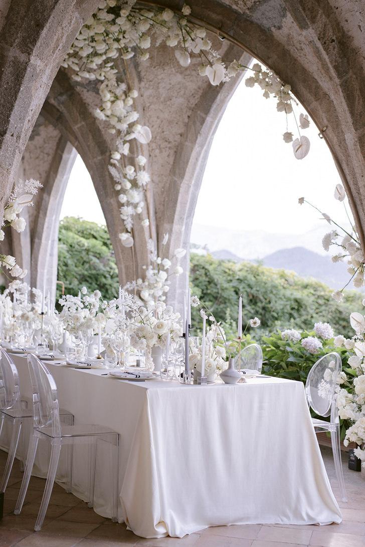 White flowers for wedding reception in Ravello